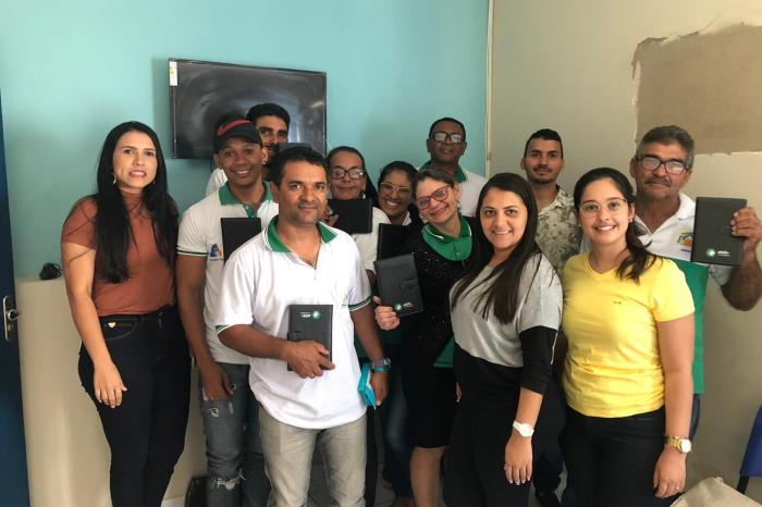 Prefeita de Ouro Velho entrega tablets para Agentes Comunitários de Saúde