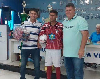 Equipes que irão participar da Copa Boa Vista de Futebol Amador recebem kits esportivos