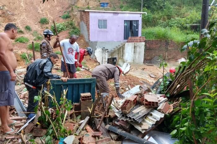 Chuva causa mortes, deslizamento e alagamentos no Recife