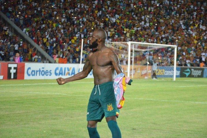 Botafogo-PB repudia suposto ato de racismo de torcida contra jogador