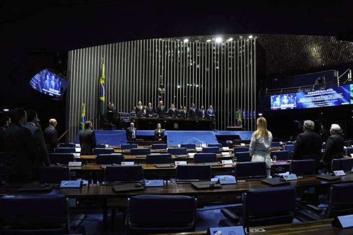 Congresso retoma com foco na economia e recados a Bolsonaro