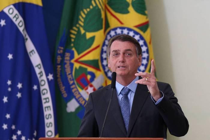 Bolsonaro diz que país não tem dinheiro e governo pode parar
