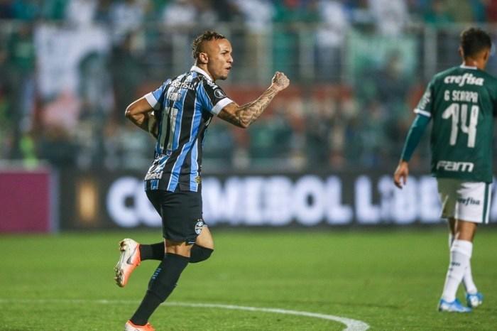 Grêmio vira fora de casa e elimina Palmeiras da Libertadores