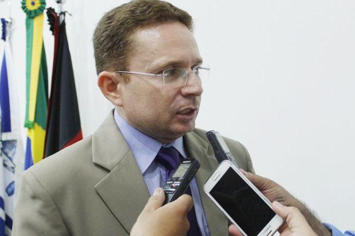 Prefeito de Patos renuncia após 4 meses no mandato