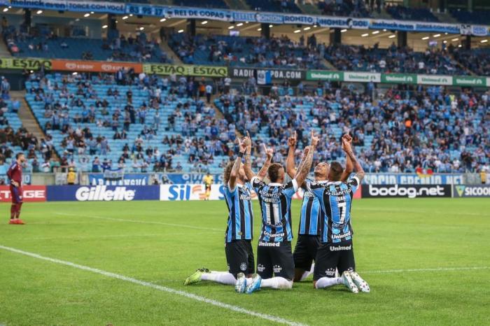 Grêmio massacra Avaí com show de Luan e Everton