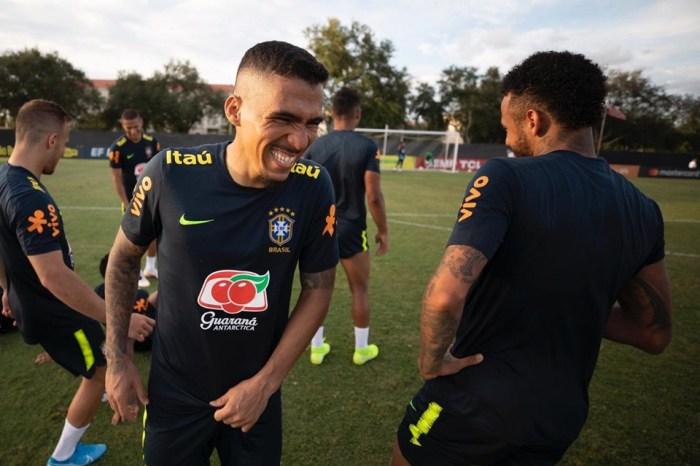 Tite faz 4 mudanças no Brasil em último treino para jogo com o Peru