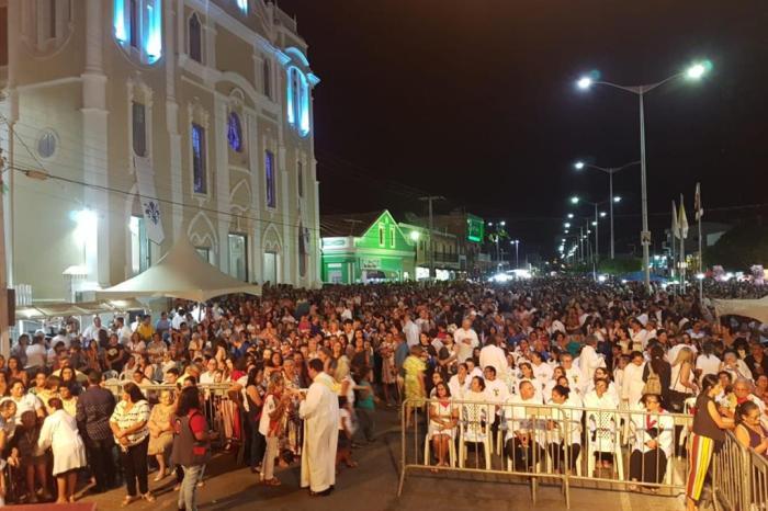 Em artigo, poeta elogia pároco e destaca Festa da Padroeira de Monteiro