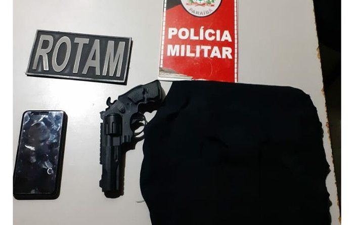 Polícia prende casal suspeito de praticar assalto em Monteiro