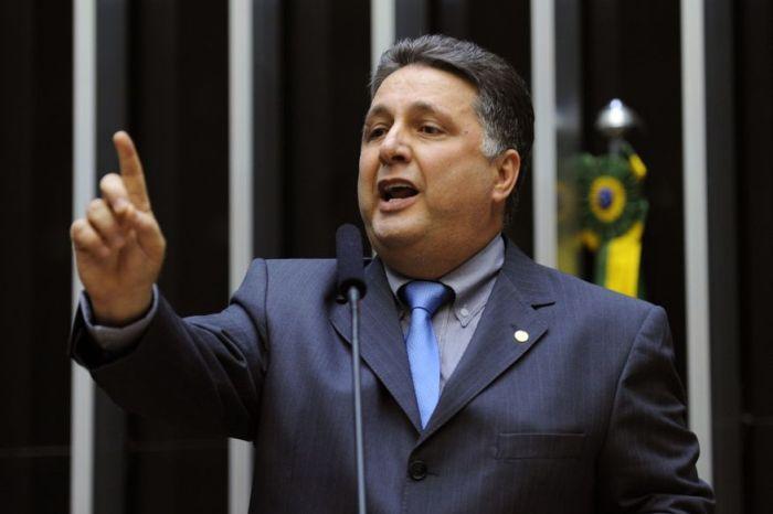 Ex-governadores Garotinho e Rosinha são presos em operação do MP