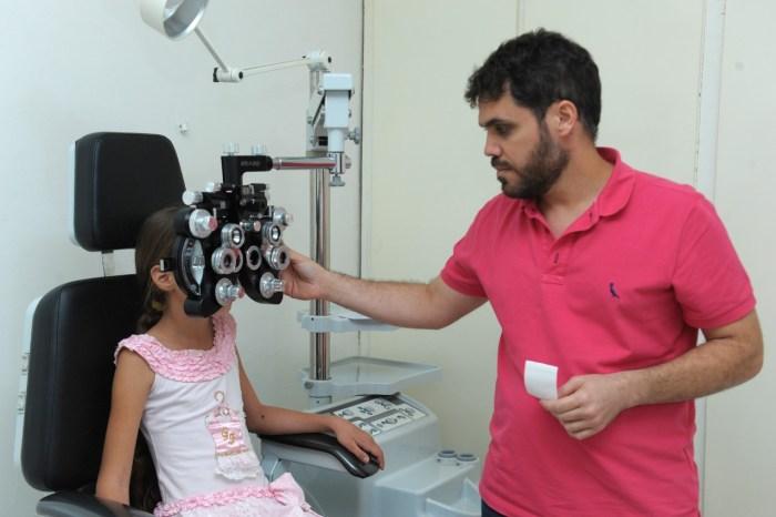 Prefeita recebe pais e alunos da rede municipal para lançamento do Olhar Monteiro