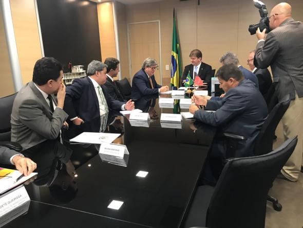 Ministro garante conclusão de reparo na Transposição no Eixo Leste, que atende o Cariri