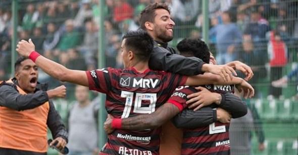 Flamengo vence Chape e avança na liderança da Série A