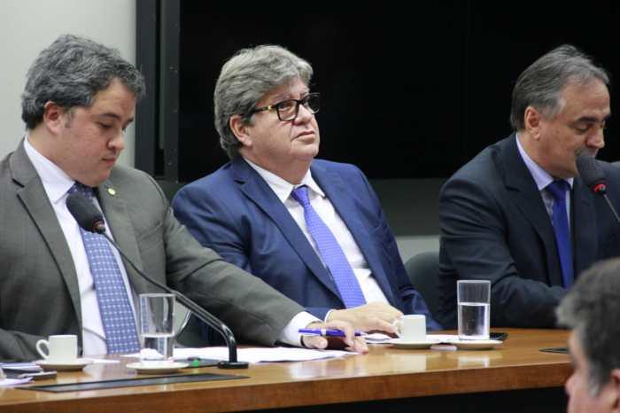 João apresenta projetos do Governo para receber emendas federais
