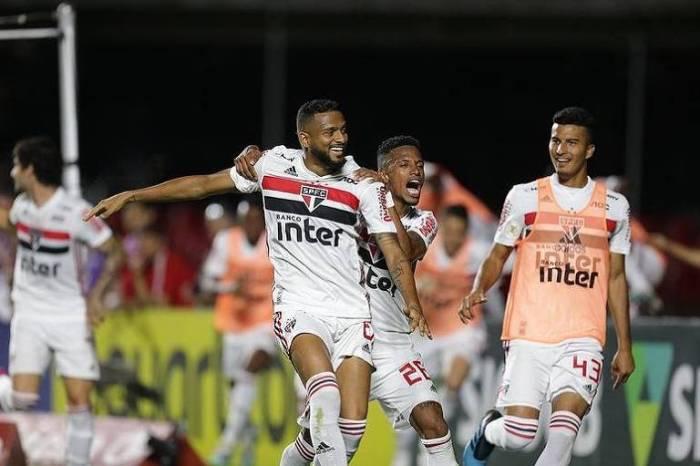 Corinthians tenta permanecer no G-4, e São Paulo, entrar nele