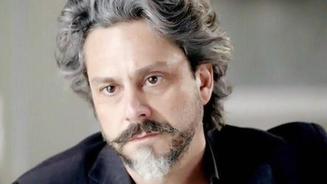 Ator questiona críticas a beijo gay na TV
