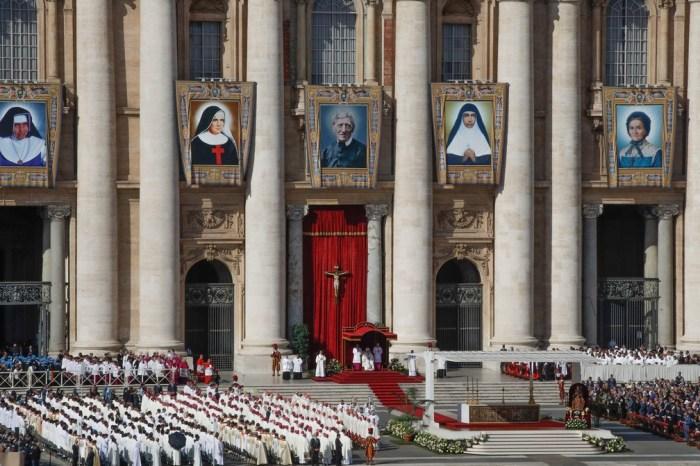Papa Francisco canoniza Irmã Dulce, a primeira santa brasileira