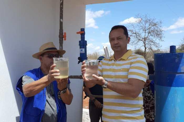 Prefeito Éden Duarte e técnicos da Funasa acompanham instalação de sistema de tratamento de água, Salta Z