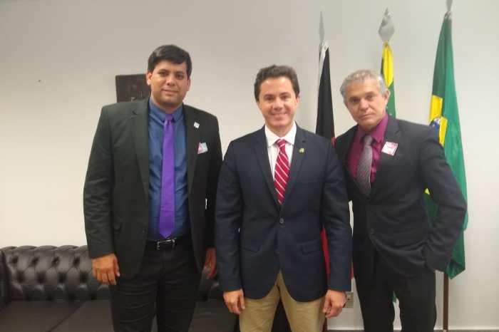 Prefeito de Cabaceiras agradece ao senador Veneziano pela destinação de emenda para aquisição de ônibus