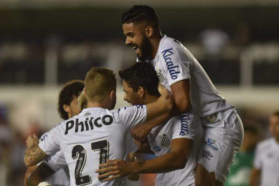 Santos faz dever de casa e segue na luta pelo vice-campeonato