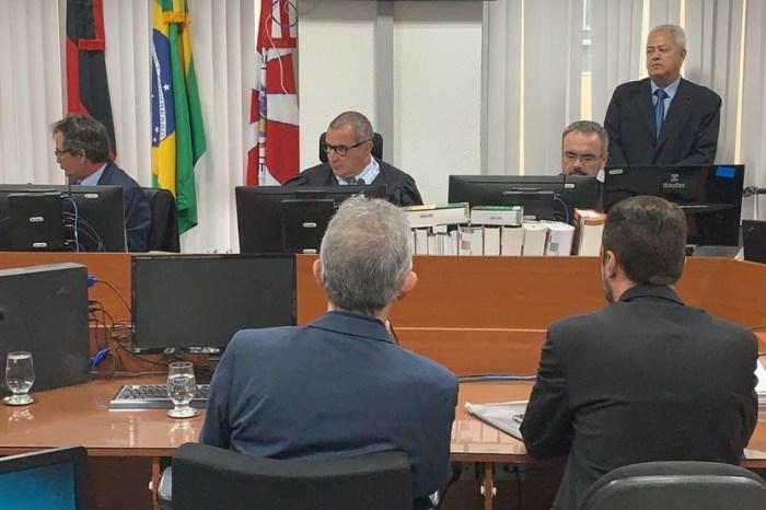 Ex-governador declara inocência perante juiz em audiência