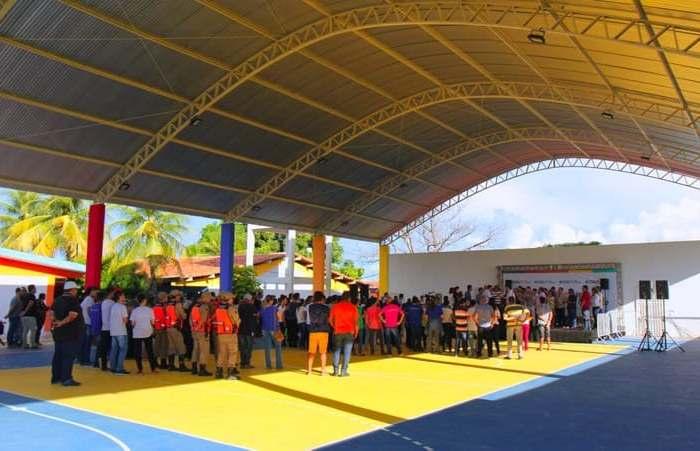 Prefeito Ronaldo Queiroz confirma construção de nova quadra de esportes no município de Gurjão