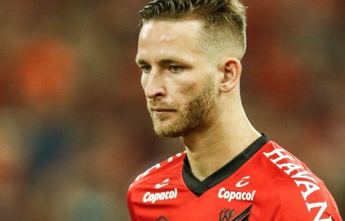 Flamengo anuncia contratação de Léo Pereira; Marí deve ser vendido