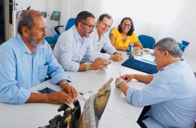 Deputado Efraim Filho assegura emenda de R$ 600 mil para pavimentação de ruas em SSU
