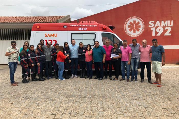 Prefeito Éden Duarte entrega ambulância nova para o Samu de Sumé