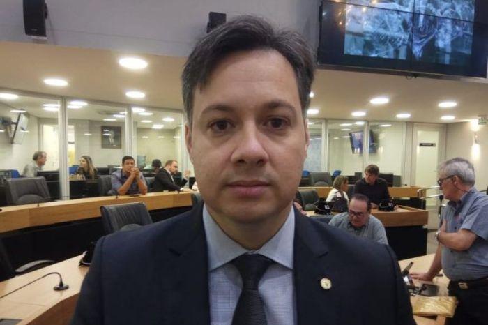 Governador nomeia Júnior Araújo como novo secretário chefe do Governo