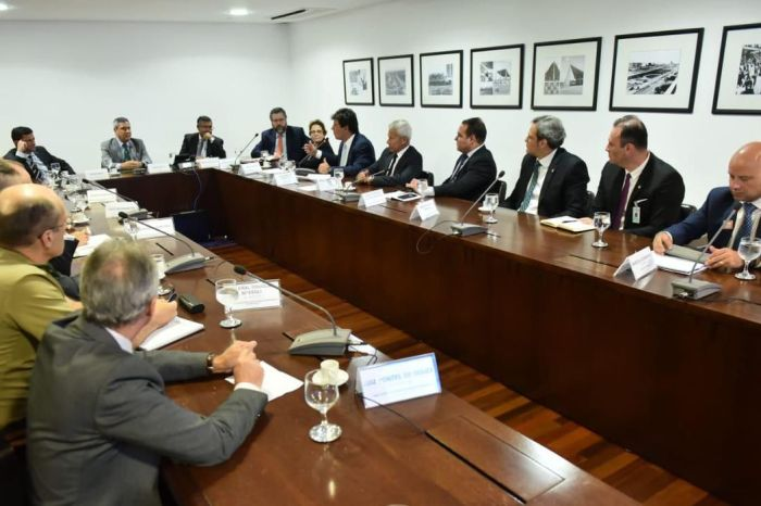 Ministros se reúnem para discutir ações de combate ao coronavírus