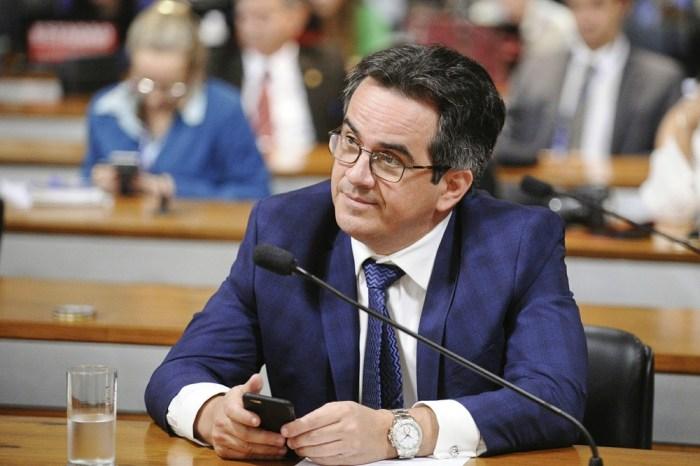 Senador é denunciado pela PGR ao STF por corrupção e lavagem