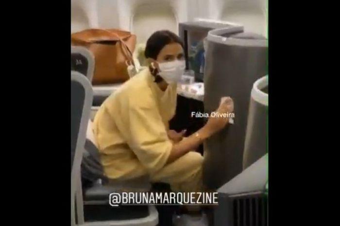 Marquezine viaja de máscara e revela que fez teste para Covid-19
