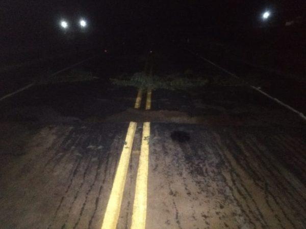 Rodovia entre Caraúbas e São Domingos do Cariri rompe e tem tráfego interrompido