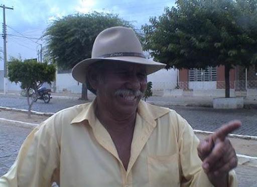 TIRO NO PÉ: Oposição assina atestado de incompetência com matéria sobre abatedouro de Monteiro