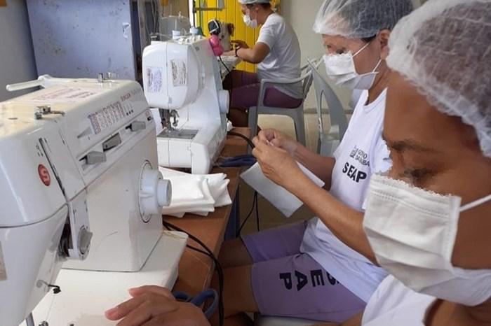 Reeducandas produzem máscaras cirúrgicas, em João Pessoa