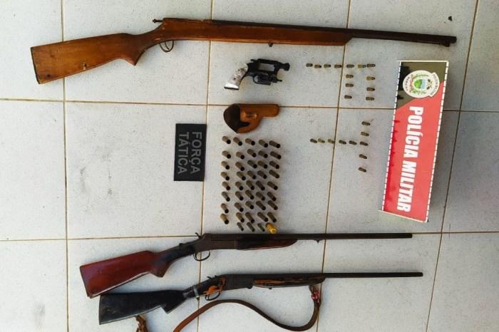 Após denúncia, Polícia Militar apreende várias armas de fogo na zona rural de Camalaú