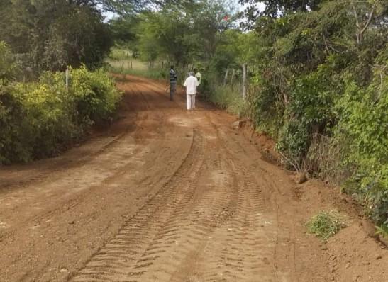 Prefeitura de Monteiro continua realizando recuperação de estradas no município