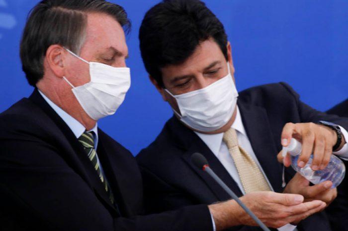 'Brasileiro não sabe se escuta o ministro ou o presidente', diz Mandetta