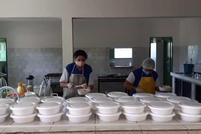 Prefeitura de Sumé entrega refeições da merenda escolar a alunos da rede municipal