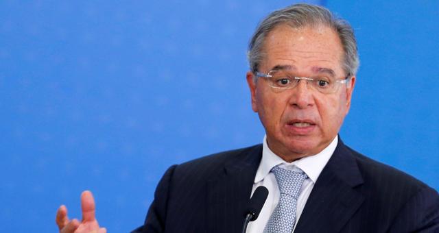 Governo deve antecipar benefícios de aposentados, diz Paulo Guedes