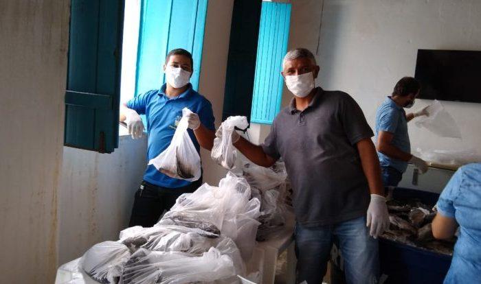Famílias do município de São João do Cariri recebem doação de peixes e cestas básicas