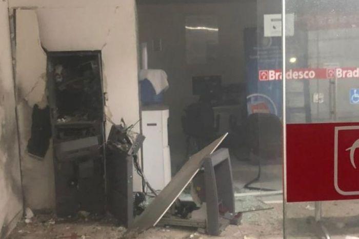 Bandidos explodem agência do banco Bradesco no Sertão da PB