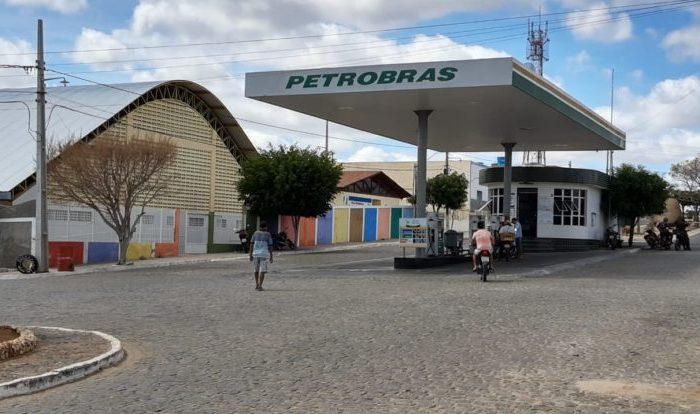 Dupla armada assalta posto de combustível em pleno centro de Cabaceiras