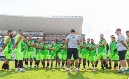 Campinense suspende contrato de jogadores e funcionários