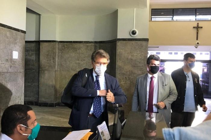 Paulo Marinho depõe sobre vazamento da PF a Flávio Bolsonaro