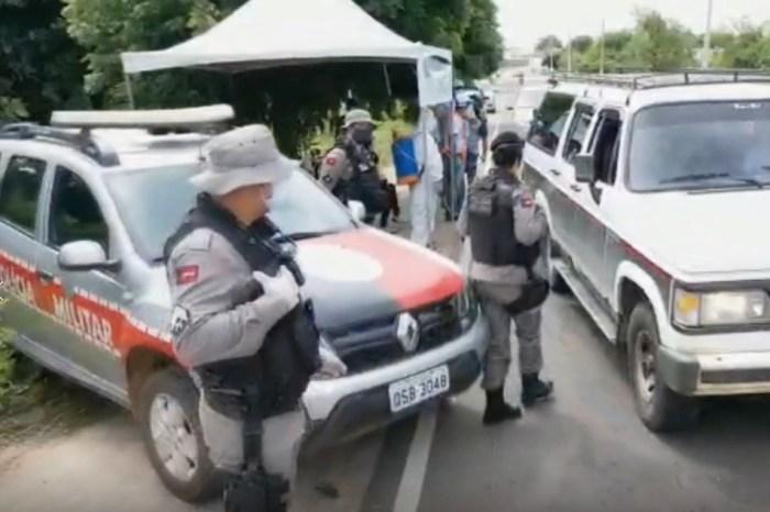 Polícia Militar auxilia equipes da saúde em barreiras sanitárias na região do Cariri