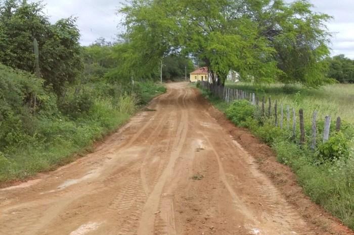 """""""Novos Caminhos"""": Prefeitura de Monteiro recupera estradas vicinais de 10 comunidades rurais"""