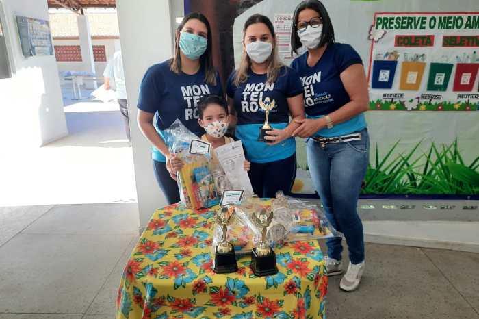 Secretaria de Educação de Monteiro entrega premiação de concurso e kits nutricionais