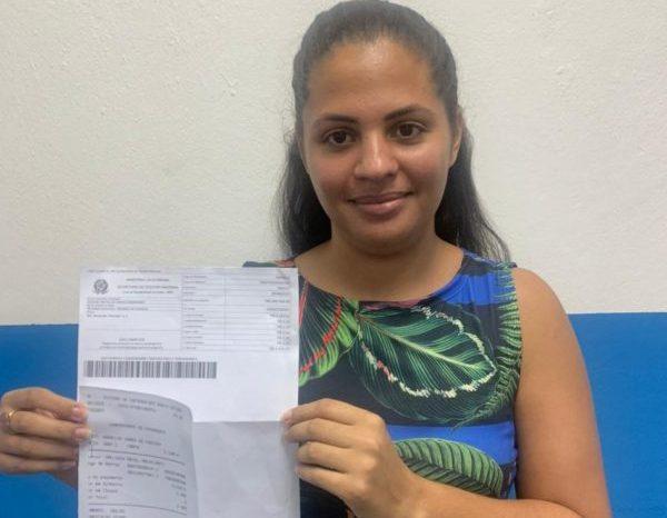 Filha do prefeito de Caraúbas devolve auxílio emergencial recebido indevidamente