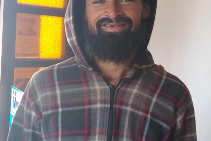 Instituições mobilizam-se para achar familiar de andarilho que vagueia em Monteiro